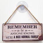 quadro divertido amigo secreto we're a nice normal family